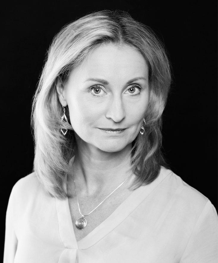 Ansvarig förläggare för svensk skönlitteratur men köper också in amerikansk och fransk skönlitteratur
